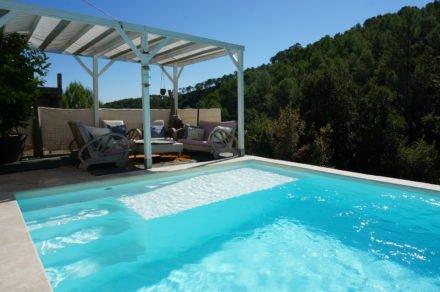Privé zwembad met uitzicht